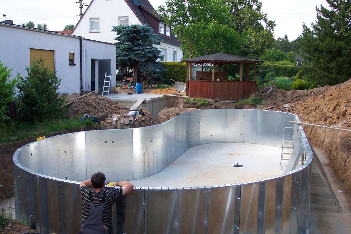 Бассейн из подручных материалов своими руками фото